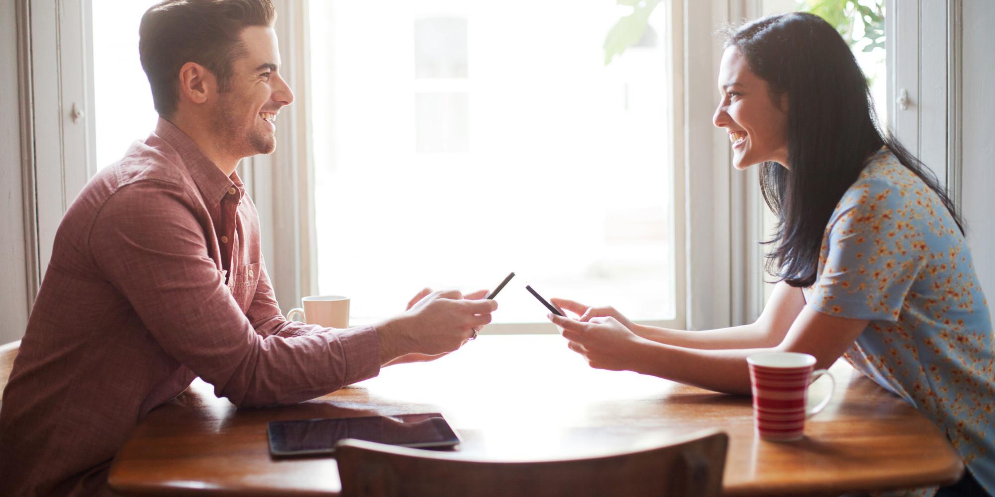 Multe cupluri învață să comunice abia după despărțire