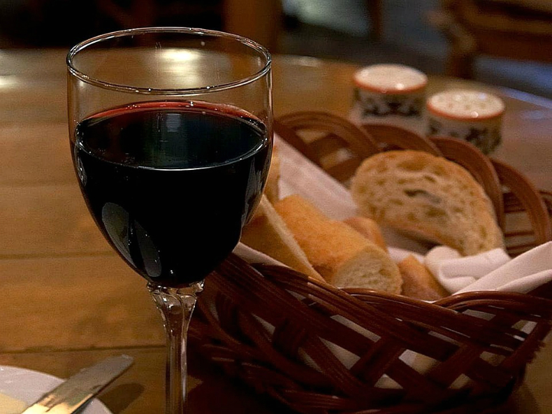 vin rosu negru